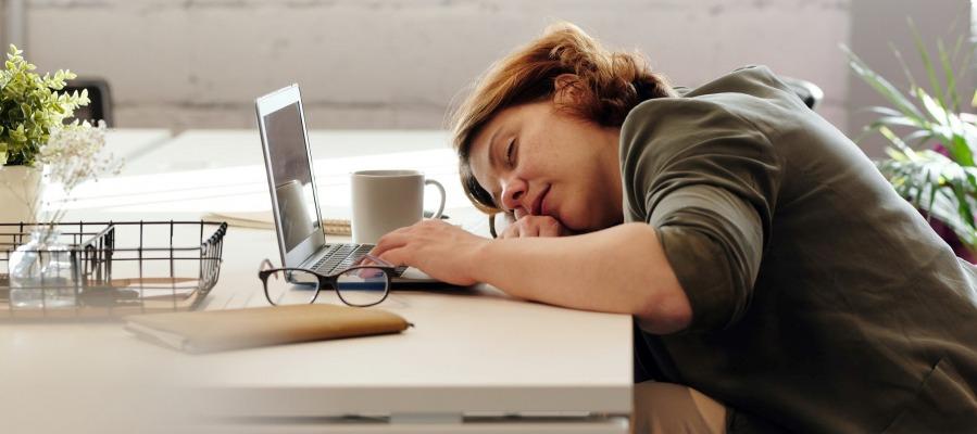 Praktyczny home office - jak ułatwić sobie pracę w domu?